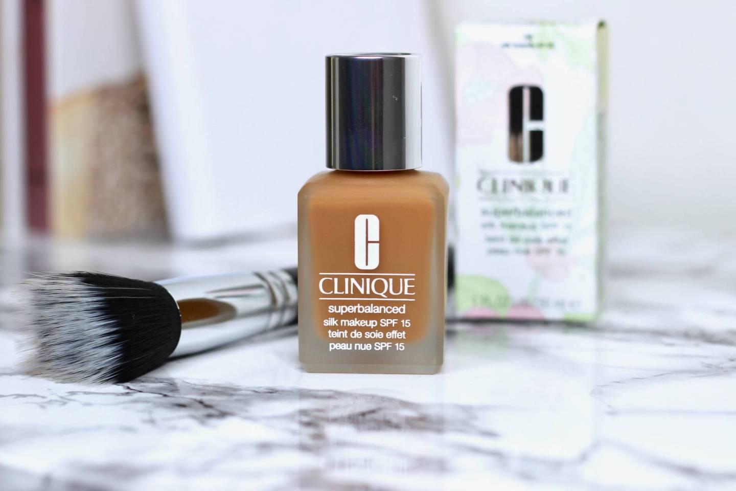 CLINIQUE SUPERBALANCED SILK MAKEUP (NOUVEAU)