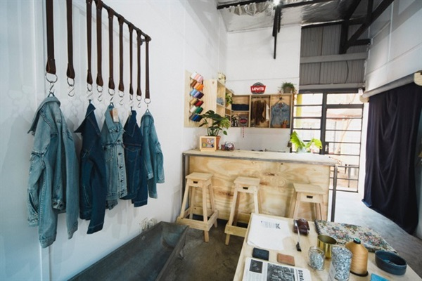 Levi's pop up store retail design experience