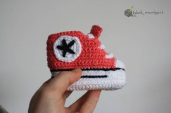 Converse en crochet by blackmambart