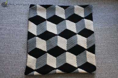 cojín de crochet geométrico