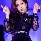 Blackpink-Jennie-SBS-Gayo-Daejun-2017-3