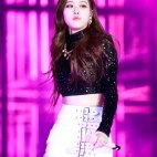 Blackpink-Rose-photos-at-SBS-Gayo-Daejun-2017-22