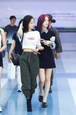 Jennie-Jisoo-airport