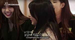Jisoo-compliments-the-cashier
