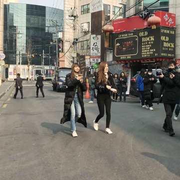 Lisa-and-Rose-in-Hongdae