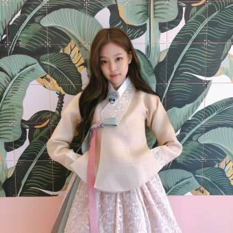 Blackpink Jennie Wearing Hanbok