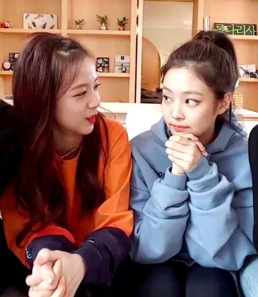 Blackpink Jisoo New hair color with Jennie Jensoo 2018