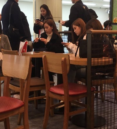 BLACKPINK Gimpo Airport Cafe March 13, 2018
