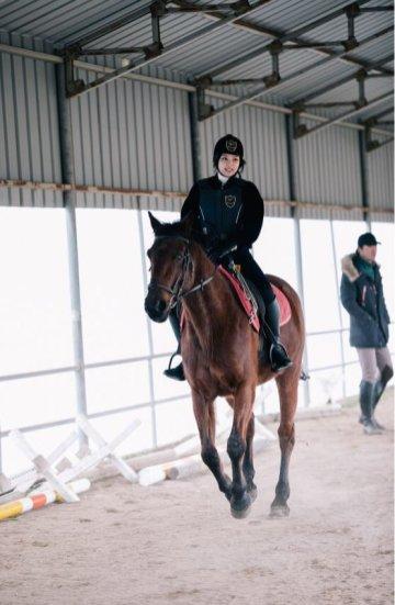 Blackpink House Instagram photo 2018 Jennie Horse Riding Jeju Island