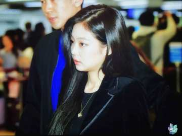 Blackpink-Jennie-Airport-Fashion-27-March-to-Japan-35