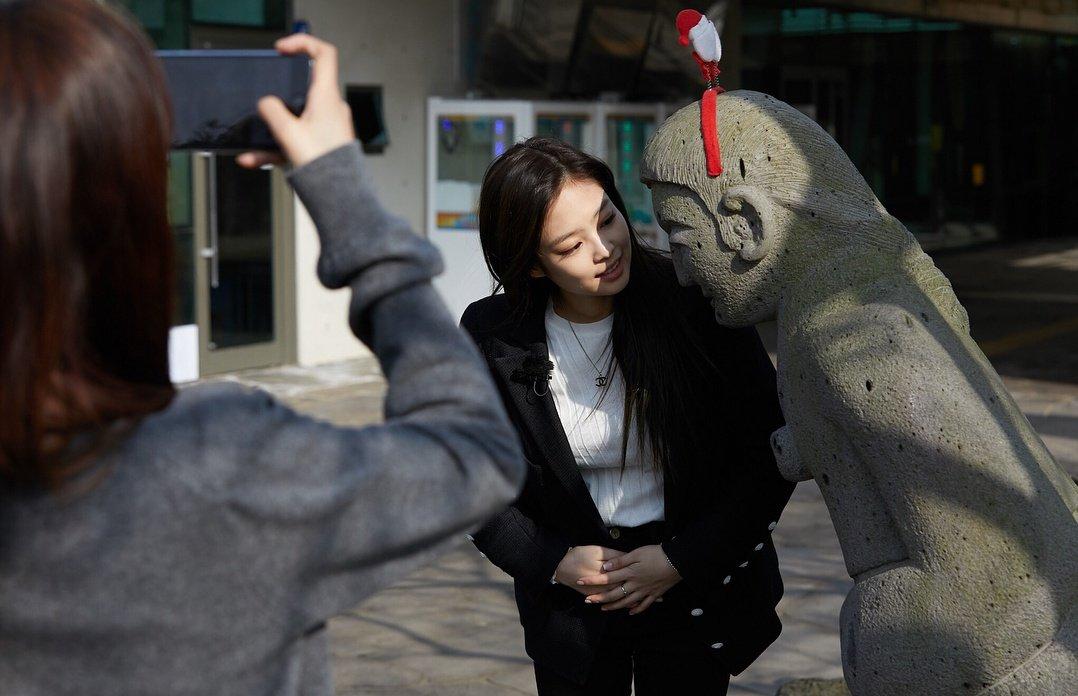 Blackpink Jennie photo 2018 with statue in Jeju Island