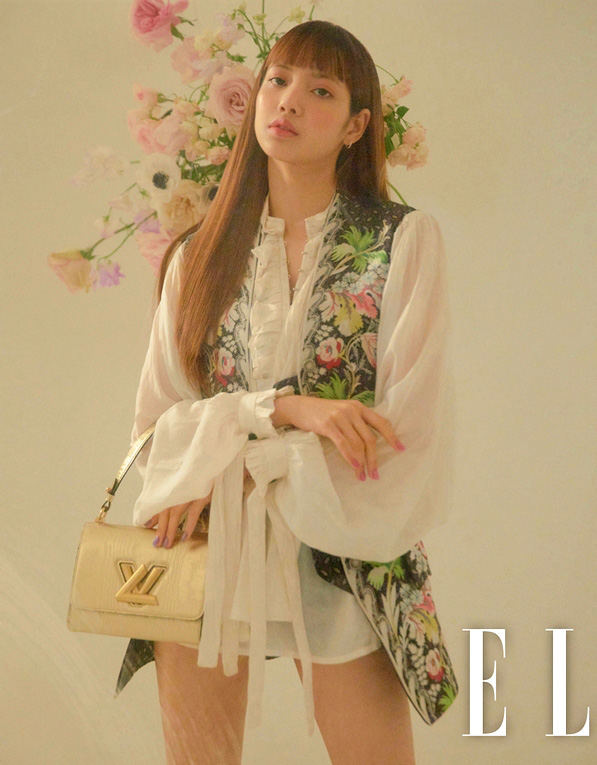 Blackpink Lisa Fashion Elle Korea Magazine April 2018