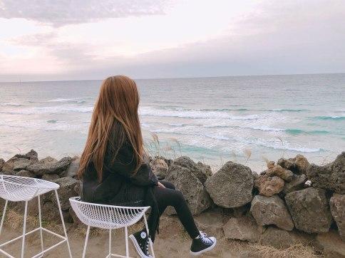 Blackpink-Rose-Instagram-2018-beach-Jeju-Island