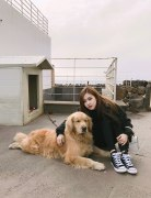 Blackpink-Rose-Instagram-2018-with-dog-2