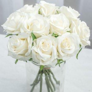 Blackpink Rose loves white rose