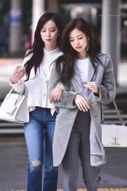 High-Quality-Photos-Blackpink-Jisoo-Jennie-Jensoo-at-Jeju-airport-3