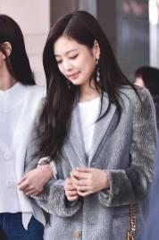 High-Quality-Photos-Blackpink-Jisoo-Jennie-Jensoo-at-Jeju-airport-4