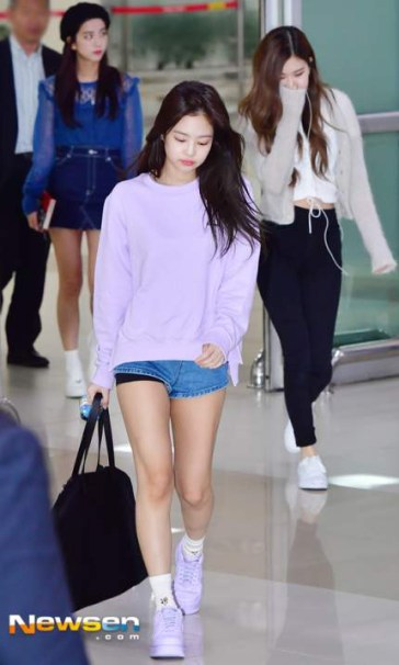 Blackpink-Jennie-Airport-Fashion-22-April-2018-photo-36