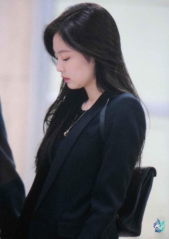 Blackpink Jennie airport fashion black outfit