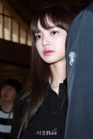 Blackpink-Lisa-Airport-Fashion-20-April-2018-photo-23