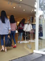Blackpink Lisa Hongdae 29 April 2018 with mom 2