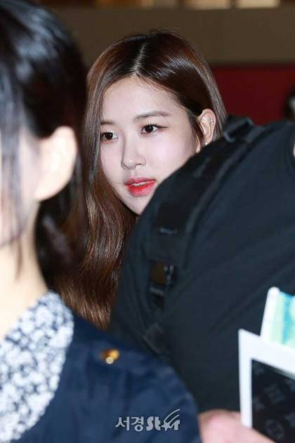 Blackpink-Rose-Airport-Fashion-20-April-2018-photo-10
