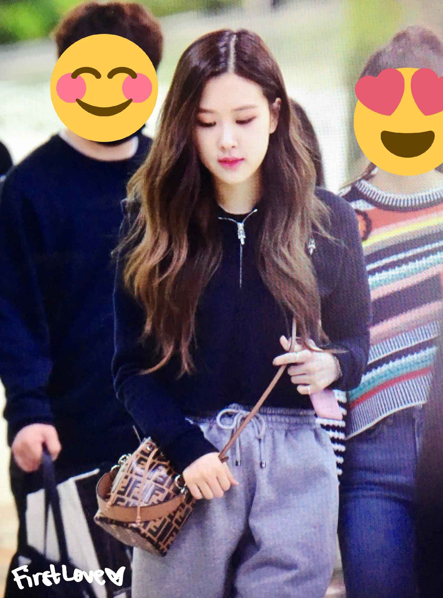 Blackpink Rose airport fashion black casual outfit