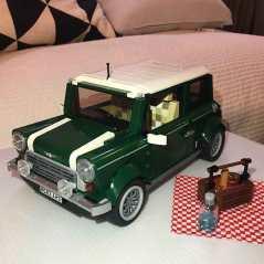 Blackpink-Rose-and-Alice-Mini-Cooper-Lego-2