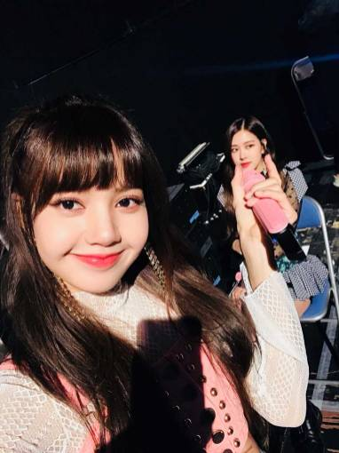 Blackpink-Rose-Lisa-Selfie-Instagram-photo-2018