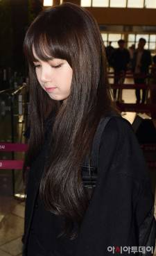 Blackpink-Lisa-Airport-Fashion-20-April-2018-HQ-6