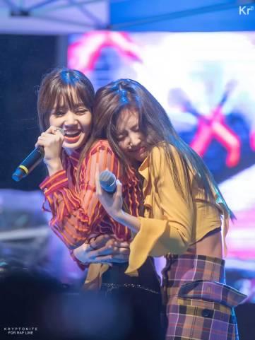 Blackpink-Lisa-Myongji-University-Festival-2018-Photo-19