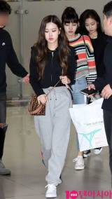Blackpink-Rose-Airport-Fashion-black-outfit-casual-14