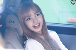 BLACKPINK Lisa Car Photos Leaving Inkigayo 17 June 2018 photo 2