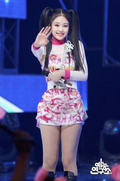 BLACKPINK Jennie MBC Music Core 7 July 2018 PD Note 5