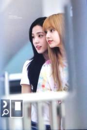 BLACKPINK-Jisoo-Airport-Photo-26-July-2018-Kansai-Osaka-11