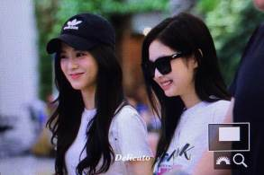 BLACKPINK-Jisoo-Jennie-Airport-Photo-26-July-2018-Gimpo-5