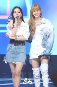 BLACKPINK Jisoo Lisa MBC Music Core white outfit 30 June 2018 photo 2