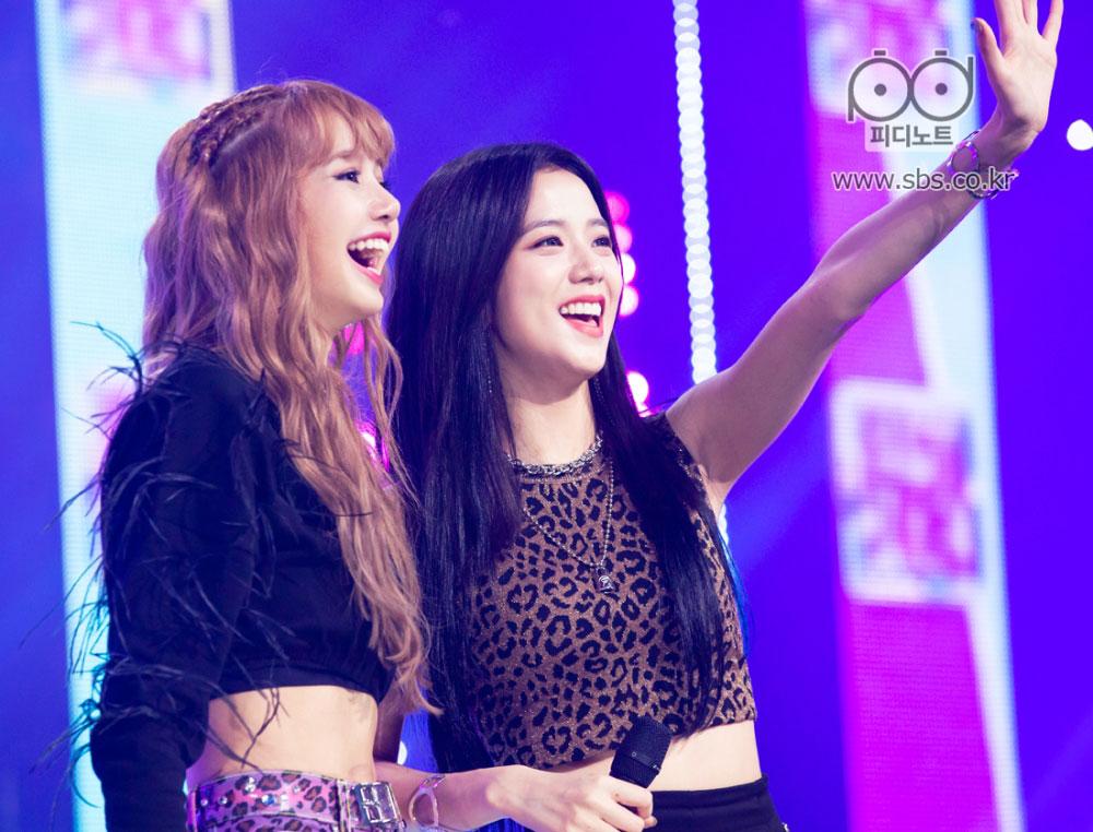 BLACKPINK-Jisoo-Lisa-SBS-Inkigayo-PD-Note-Photo