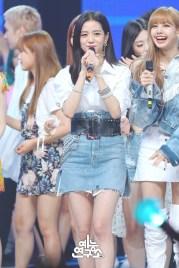 BLACKPINK Jisoo MBC Music Core white outfit 30 June 2018 photo 5