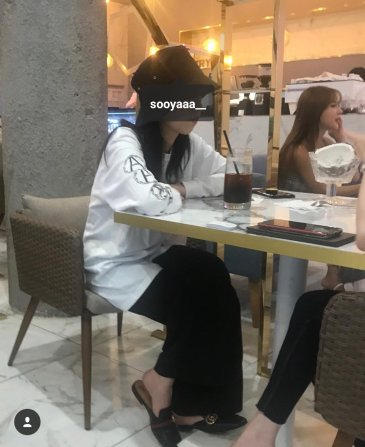 BLACKPINK-Jisoo-spotted-restaurant-30-july-2018-eat-out 2