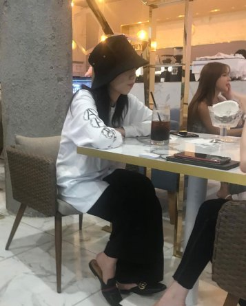 BLACKPINK-Jisoo-spotted-restaurant-30-july-2018-eat-out