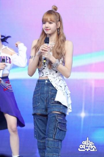 BLACKPINK Lisa MBC Music Core 7 July 2018 PD Note 4