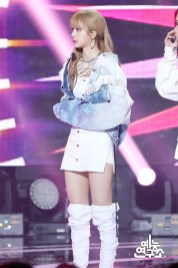 BLACKPINK Lisa MBC Music Core white outfit 30 June 2018 photo 4