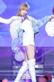 BLACKPINK Lisa MBC Music Core white outfit 30 June 2018 photo