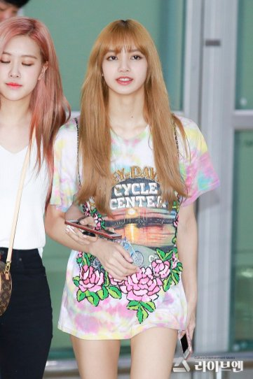 BLACKPINK Lisa Rose Airport Photo 26 July 2018 Gimpo 10