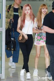 BLACKPINK Lisa Rose Airport Photo 26 July 2018 Gimpo 7