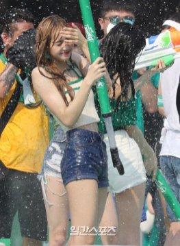 BLACKPINK Lisa Sprite Waterbomb Festival Seoul 81