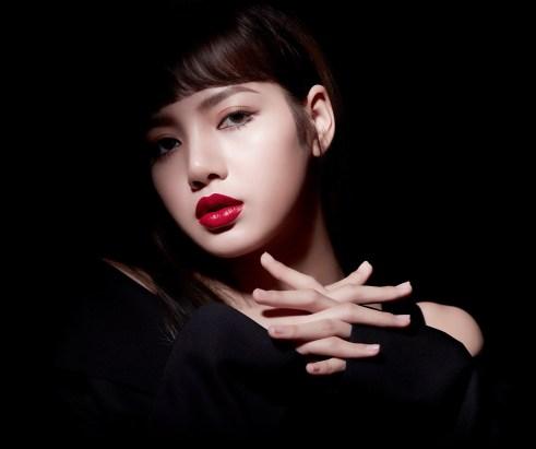 BLACKPINK Lisa moonshot fan sign Bangkok Thailand