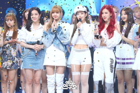 BLACKPINK MBC Music Core white outfit 30 June 2018 photo 2