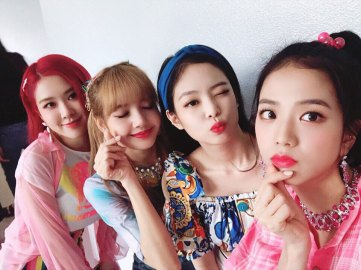BLACKPINK-Official-Instagram-sbs-inkigayo-forever-young-pink-outfit-3
